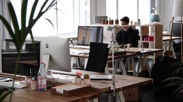 5 modi per sopravvivere in ufficio quando il collega è in vacanza